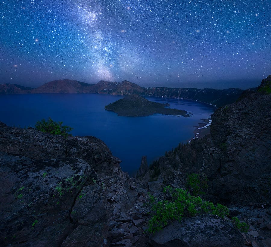 milky way galaxy over crater lake oregon
